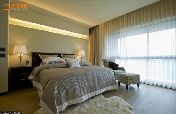 简单舒适的配置,背墙以位于视线后方的灯光造型设计,可做为夜灯使用。