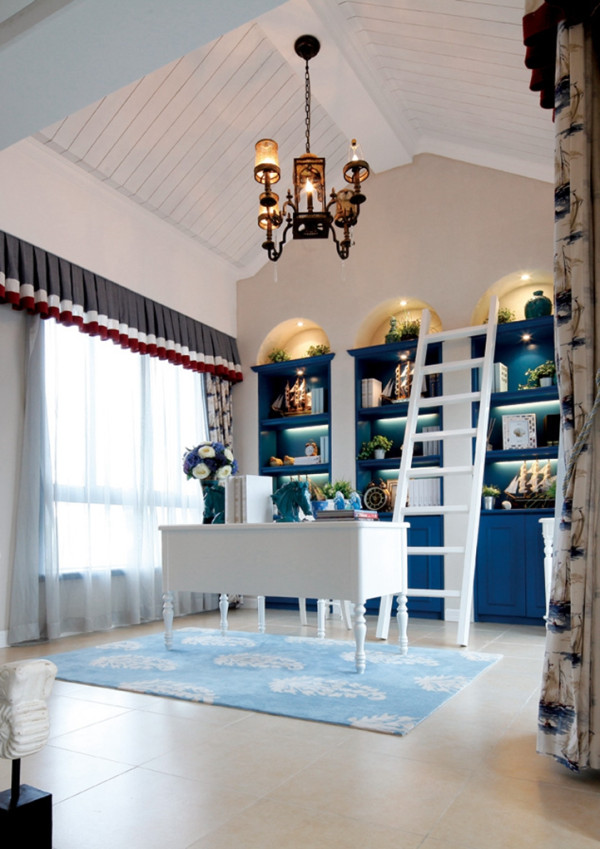 室内的装饰大多以彩度色调和棉织品为主;搭配一些做旧的风格的小饰物,自然地面的装饰明亮。