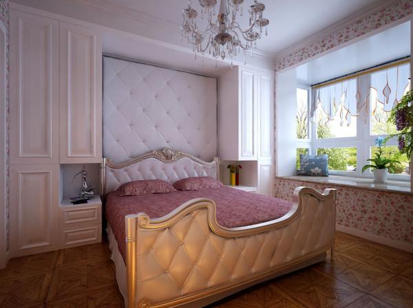 卧室的床头做的柜子,实用又美观。床头嵌进去,再用软包做背景,营造一个舒适的休息空间。