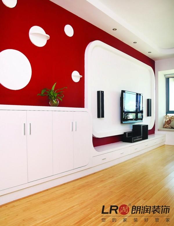 客厅电视墙造型细节,红白的色调对比鲜明,大胆而完美!