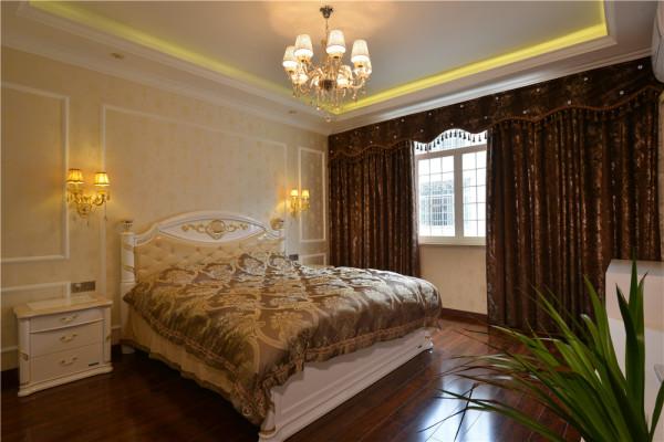 卧室尊贵、典雅中浸透豪华