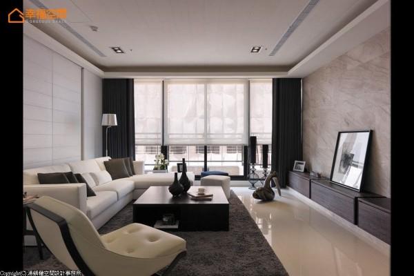 采取利落简洁的线性勾勒,呈现出明亮舒适的厅区格局。