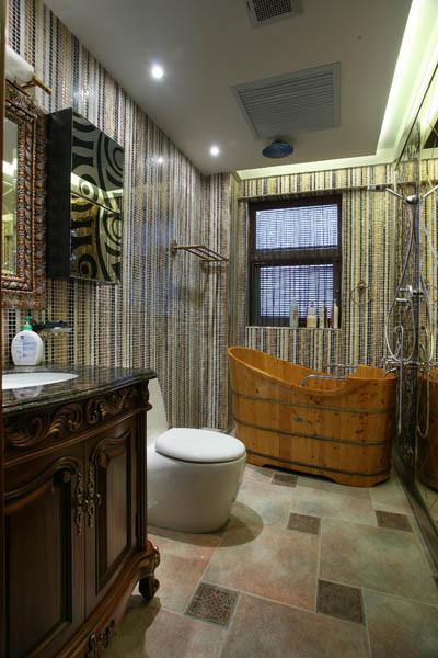 卫生间:实木柜体与马赛克的搭配,稳重、成熟、经典。