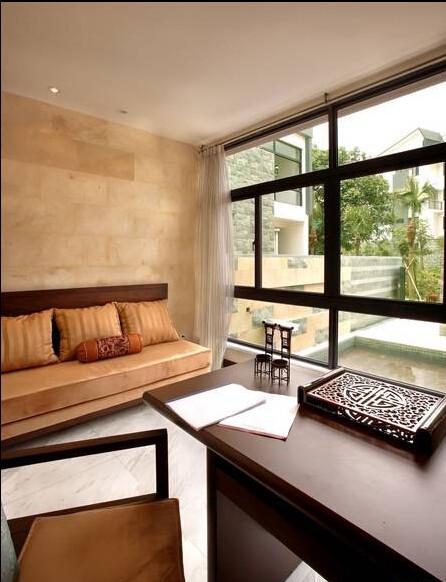 设计师都保留了落地的大玻璃窗,室外的美景尽收眼底。
