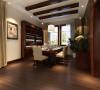 敞开式厨房更显了整体空间感,餐厅的木梁吊顶彰显了主人的大气,更突出了餐厅的空间感。