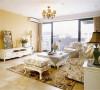 复古的灯饰,温暖的灯光,整体空间十分温馨。沙发线条简洁,但花纹精致,没有过多厚重繁复装饰,麻布色泽与白色交错融合,沉稳不浮躁。色彩鲜明的地毯改变了该区域单调的印象。