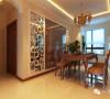 整体室内以暖色调为主,平面布局的通透让有限空间得以延伸,不同的风格演绎出各种各样的家园风情,蕴含着千姿百态的生活乐趣。