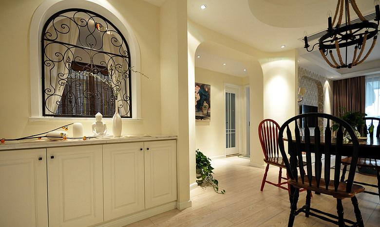 玄关图片来自家装大管家在清浅色彩温馨 96平美式休闲居的分享