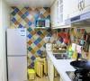 厨房的颜色跳动非常大,给人一种新鲜、预约的感觉,做饭的时候不会有累的感觉