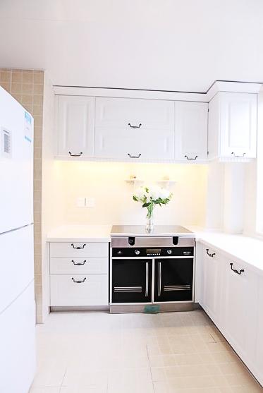 新古典风格 四居室装修 原木家具 环保材料 164㎡装修 实用收纳 厨房图片来自居佳祥和装饰在异类黑色164㎡黑色新古典装修的分享