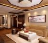 沙发背景墙选用和木色家具颜色呼应的杏色壁纸,搭配古墨画