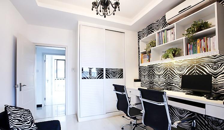 新古典风格 四居室装修 原木家具 环保材料 164㎡装修 实用收纳 书房图片来自居佳祥和装饰在异类黑色164㎡黑色新古典装修的分享