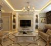 """此空间是整个方案的核心部分,餐厅墙面的金色和白色镜子的对称搭配设计使得空间色调变得丰富具有""""凹凸感"""",在搭配地面拼花、跌级吊顶以及银色暗花壁纸使得整体空间的冷暖色调对比加强。"""