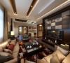 """此空间是整个方案的核心部分,电视背景墙大面积的金色和白色软包的对称搭配设计使得空间色调变得丰富具有""""凹凸感"""",在搭配地面拼花、跌级吊顶以及凹槽的设计使得整体空间的整体感对比加强。"""
