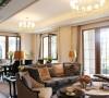 客厅的整体别墅空间设计更是遵循了简单闲适的原则。沙发、茶几、餐桌、餐椅运用或直或弯的线条,实木的质地端庄而厚重,灰色、棕色点缀在奶白色的空间中,温暖、浪漫。