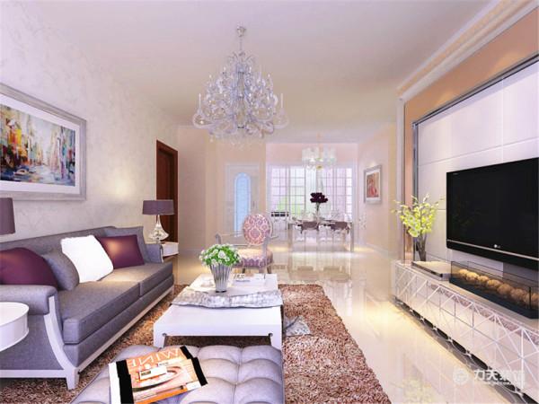 客厅与餐厅是整个在一个空间的格局。通过沙发背景墙等装饰,使整个家庭色调精彩。