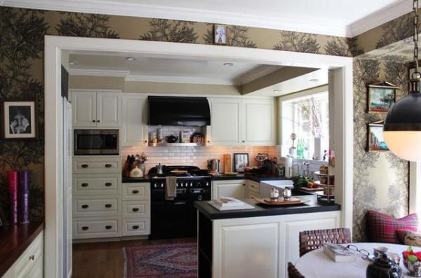 厨房设计出简欧风格,黑白配是经典的配色方案。