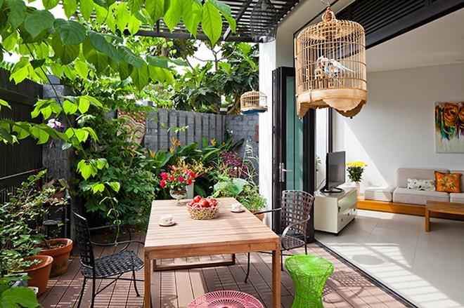 阳台图片来自刘成成在田园复式 • 自然风公寓的分享