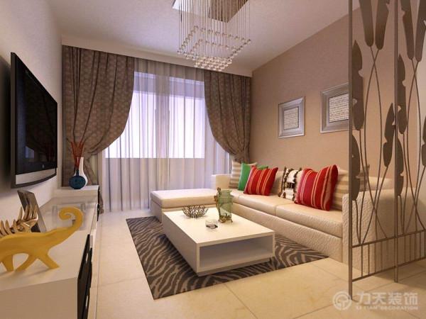 客厅沙发为浅米色皮质沙发,搭配咖啡色背景墙,柔和温馨感倍增,运用几个彩色抱枕活跃空间氛围,深色地毯起到强调地面的作用。