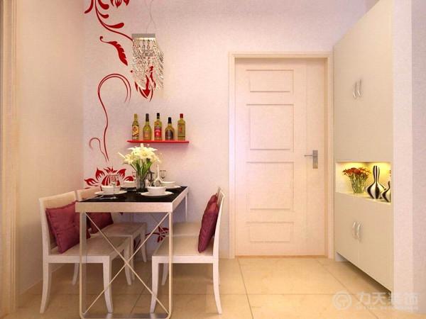 餐厅部分墙面为红色墙绘,营造浪漫之美,与业主的身份相符(业主为一对母女),一盆盛开的鲜花使就餐时光更加美好。