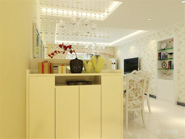 整个空间以暖色调为主,暖色的光源给空间营造了温馨舒适的感觉