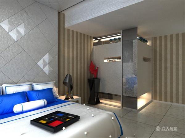 卧室,石膏线吊顶加银箔修饰呼应着客餐厅。床头不放任何装饰,不加任何重感,让人一进卧室就会很轻松的感觉,安然入睡。