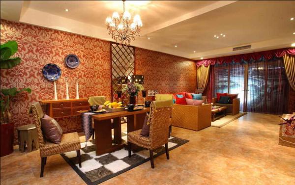 黄色的客厅更显奢华气氛。