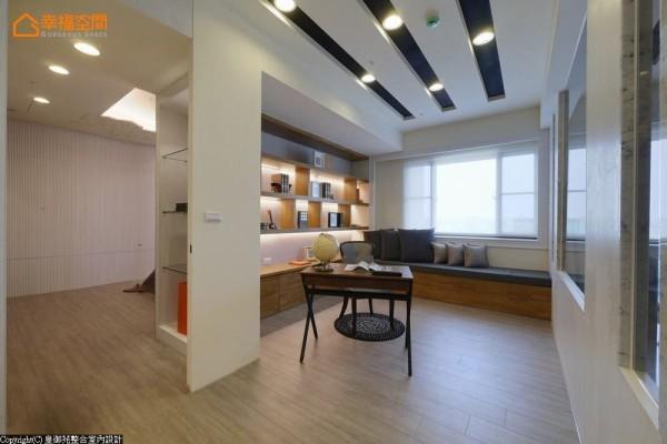 一应俱全的大主卧格局,包含了卧区、更衣室、起居空间以及书房在内,提供完整齐备的作息需求。