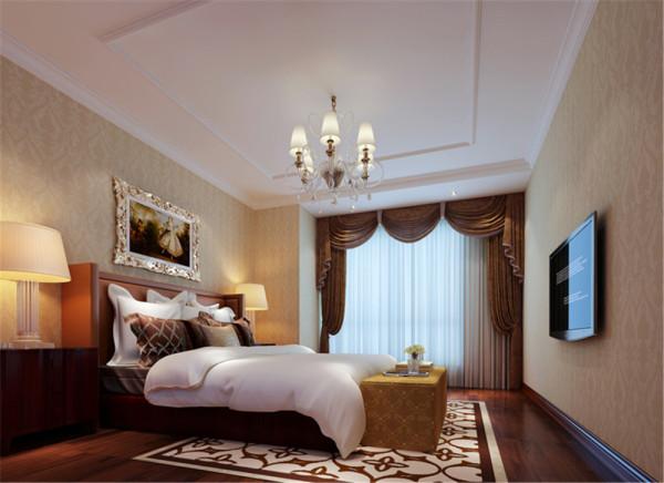 原户型的主卧面积略小,体现不出主卧大气,同时房间的利用率很低,设计后将原有儿卧打通,形成一间套房,这样做不仅更好的利用了空间。