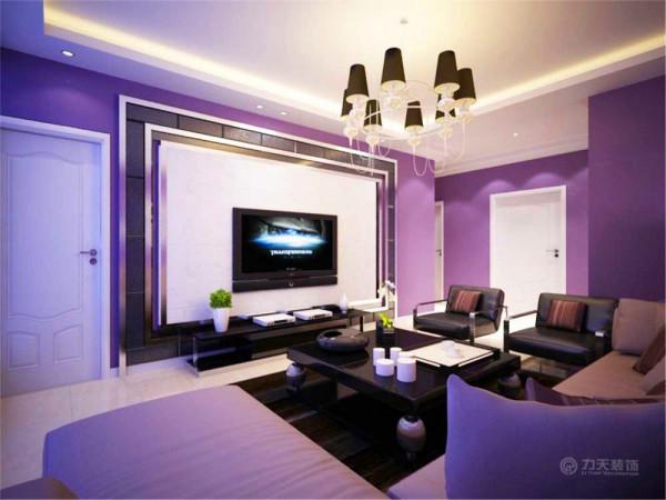 电视背景墙利用石材硬包以及金属边框做了一个简单的造型设计。沙发选用了一个符合紫色基调的转角沙发。和两个皮质的单人沙发,配有一个黑色的方形茶几。