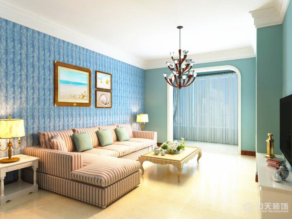 沙发背景墙只做了简单的处理,用装饰画做简单装饰。餐厅的灯光很重要既不能太强又不能太弱,灯光则以温馨和暖的黄色为基调,展现蓝天沙滩的自然风光