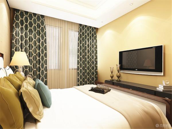 卧室空间不算太大,放置了一个双人床,墙面刷了黄色的乳胶漆,地毯的图案有种中式山水画的感觉,床以及床头柜都是以木色圈边,突出中式的味道。灯座采用的是传统瓷器的造型