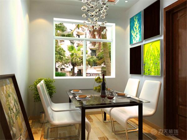 餐厅过道的顶部筒灯,相互呼应,又运用了石膏线,木地板,木纹踢脚线作为装饰墙体的一种手法。色彩作为装饰手段,墙面色彩因能改变居室的外观与格调而受到重视。色彩不占用居室空间,不受空间结构的限制