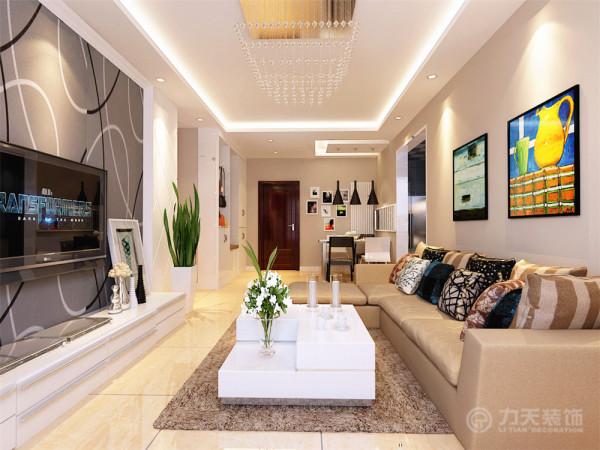 客厅通铺吊顶为回字形发光灯池吊顶,800*800的米黄色磁砖,电视背景墙为两边菱形石膏板拉缝,中间搭配比较时尚的现代简约壁纸,简约又不乏时尚感