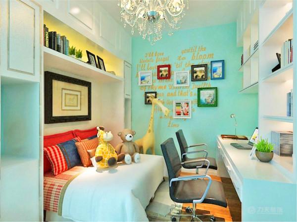 卧室的设计块与面的修饰手法,床选用了简单而舒适的席梦思床,多彩搭配的床体,给人放松舒适之感,柜子与床的有机结合,节约空间又不失去时尚干,整体卧室大气时尚
