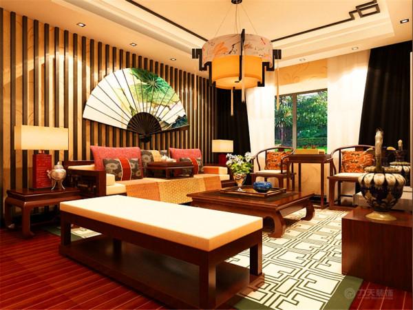 色彩以深色沉稳为主,因中式家具色彩一般比较深,这样整个居室色彩才能协调,再配以红色或黄色的靠垫、坐垫就可烘托居室的氛围,这样也可以更好的表现古典家具的内涵