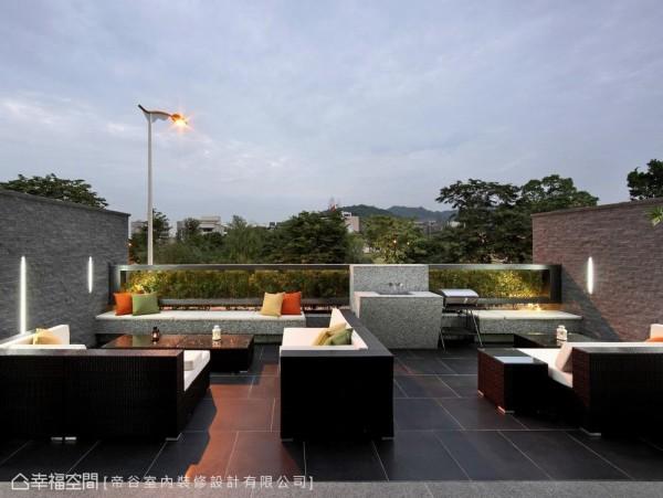除了有绝佳地公园绿景外,帝谷设计亦将户外音响融入石材造景中,外宾可直接经由外部动线参与欢乐party时光。