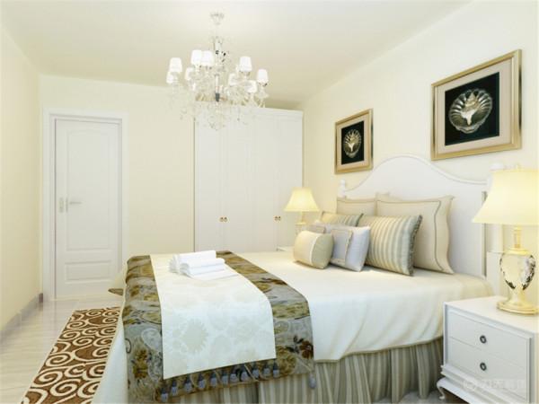 卧室是起居休息的地方,要表现的更加温馨和谐,整体的暖色给人舒适的感觉。整个空间功能分布合理,给人营造了一种温馨时尚和谐的家居生活。