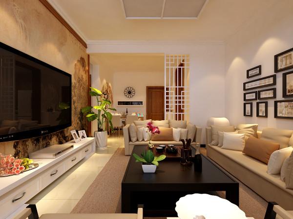 沙发背景墙,一组照片,可以放上家里人的照片,沙发背后是入户隔断,中式的镂空雕花,既美观又很好的分隔出功能区域。