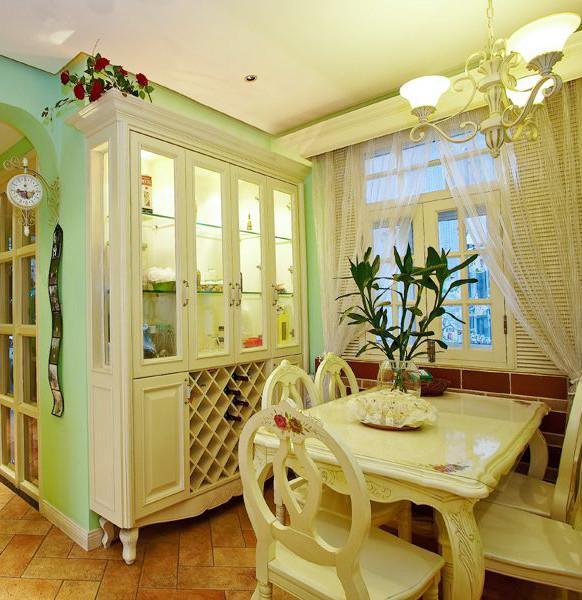餐厅以欧式白为主,进一步渲染餐厅的氛围