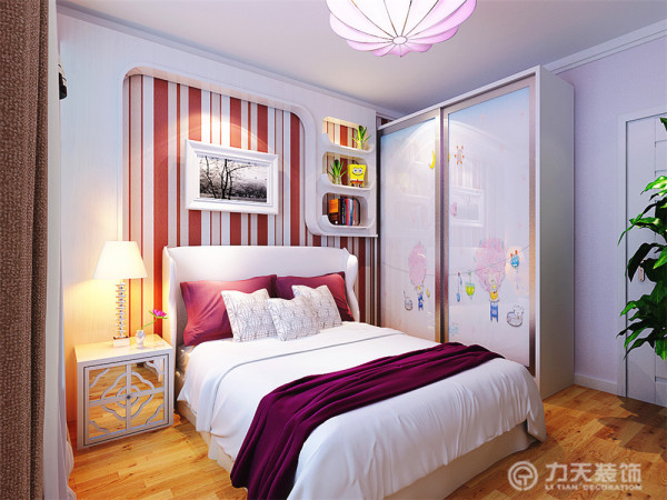 主卧室整体温馨舒适,床头背景以温馨的现代壁纸加壁灯的形式,使床头给人活力不死沉的感觉。女儿房中整体选用浪漫、可爱的色彩来装饰,床头用石膏板做造型,加上条纹壁纸,这也是女儿房的亮点。