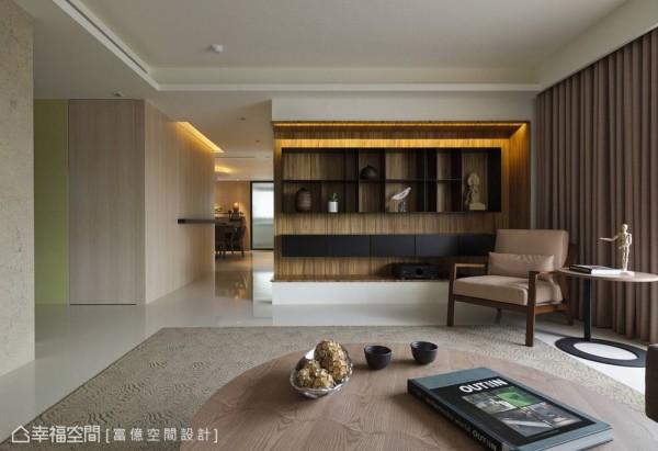 富亿设计在拉大格局的客厅规划双主墙设计,不管落坐在哪一个位置,都能拥有设计感的感官视野。