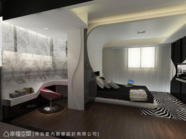 呼应天花的圆弧线条,帝谷设计亦切齐梁体线条于床侧以灰玻形塑造型隔板,去化床头正对卫浴的风水问题。(此为3D合成示意图)