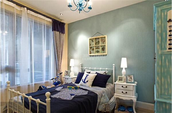 将海洋元素应用到家居设计中,给人以自然而浪漫的感觉。客厅与餐厅挥然一体。充分利用了空间,