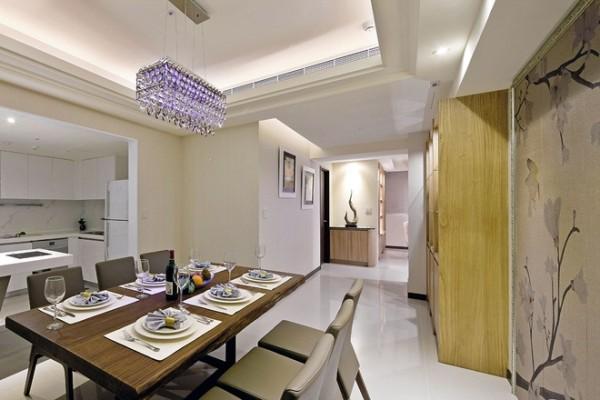 142平现代简欧混搭雅居,客厅经过设计师的经心设计为开放式阅读区,整个空间中黄色的的点缀,让整个空间更活泼。
