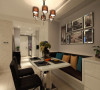 餐厅,顺应墙面的构造,沿着墙面设计了一个多用沙发,亦可当做餐椅来使用,一举多得。