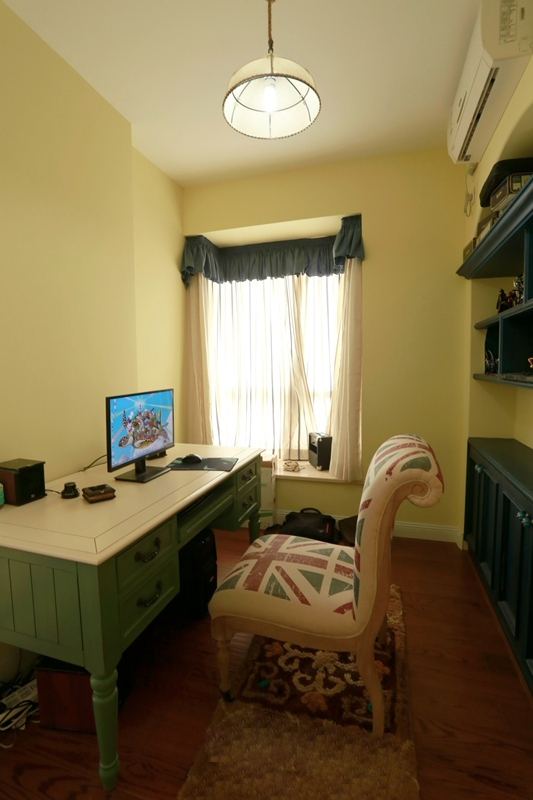 简约 美式乡村 舒适 温馨 时尚 大气 书房图片来自成都生活家装饰在87平简约时尚2居室美式风格的分享