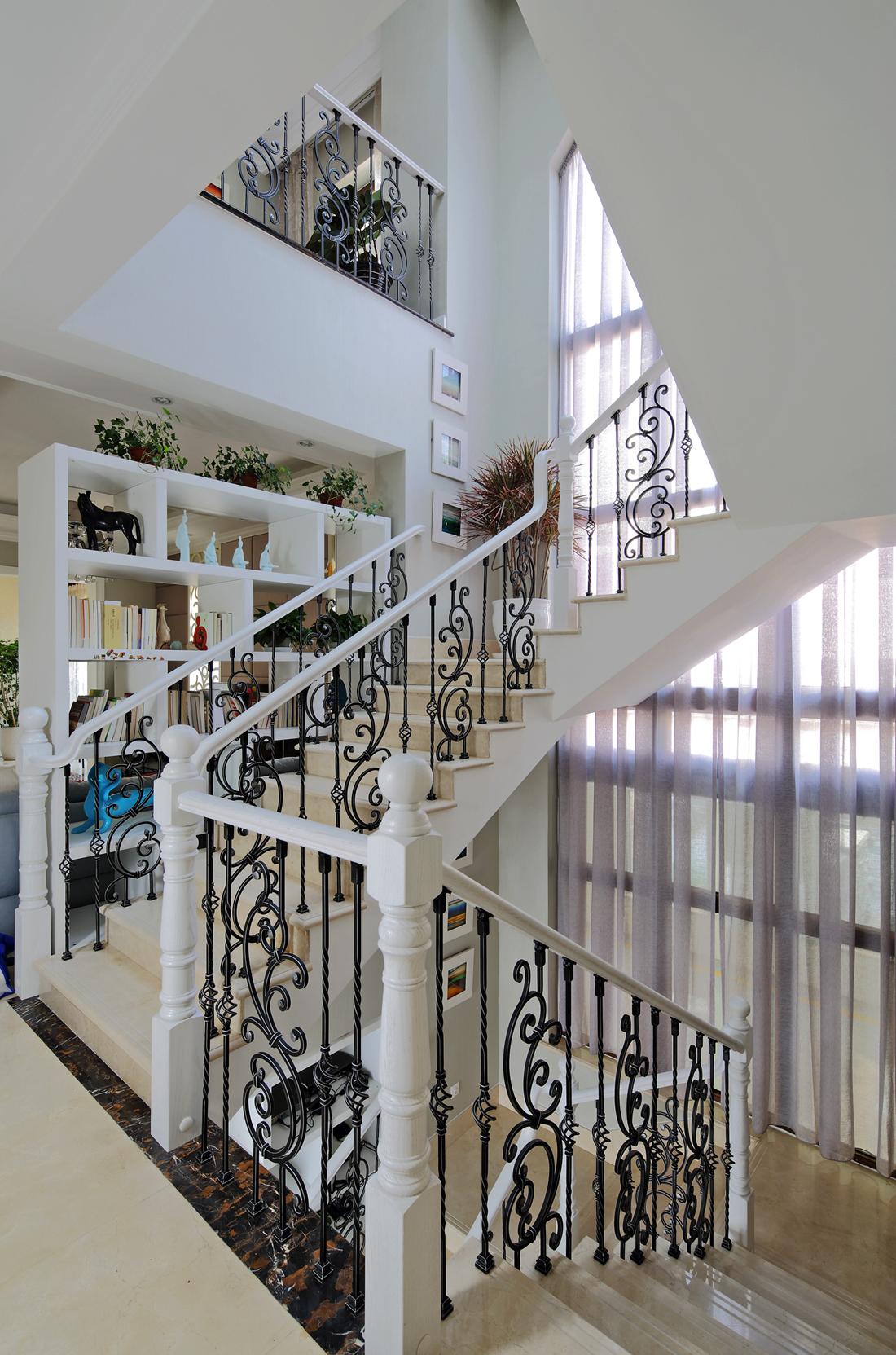 欧式 别墅 白领 尚层装饰 楼梯图片来自北京别墅装修案例在700平简欧风格案例欣赏的分享