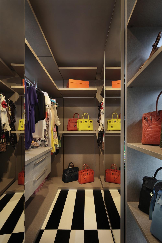 简约 三居 时尚 衣帽间图片来自成都业之峰装饰公司在现代简约——桐梓林欧城实景的分享