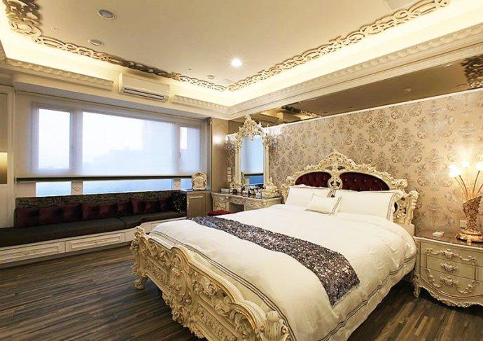简约 欧式 别墅 宫廷奢华 卧室图片来自孙进进在198平欧式古典别墅演绎宫廷奢华的分享